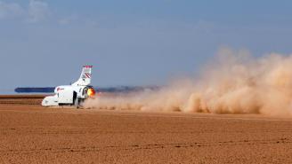 Este no es un usado cualquiera, el Bloodhound busca ser el vehículo rodante más rápido del mundo