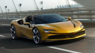 Nuevo Ferrari SF90 Spider híbrido enchufable: 1.000 CV a cielo abierto