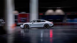 Vídeo: el Porsche Taycan establece un nuevo récord Guinness de velocidad en interior